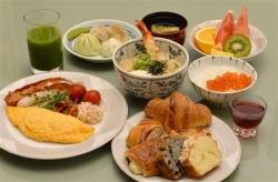 ホテルの朝食バトルが加熱、100種超のメニューや、5200円の高級和食も
