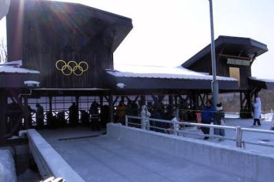 信濃毎日新聞 「平昌五輪のソリ競技の日本開催検討について、長野の地元民熱烈大歓迎」 市長「何も聞いてないのでコメントはない」 リュージュ連盟「メリットがないかも」