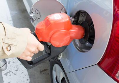 「ガソリン満タンにするならお早めに」 … 4月から消費増税 + 地球温暖化対策税で、1リットル当たり約5円高くなる見込み