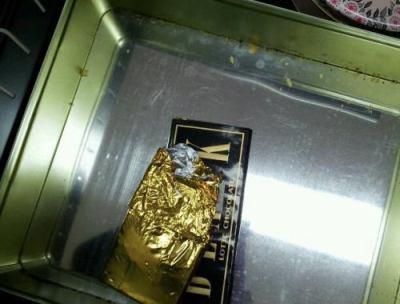 手塚治虫が使っていた書斎机の「開かずの引き出し」 25年ぶりに暴かれる … チョコレート、未完作品の原稿、自筆の大量エ口絵などファン垂涎のお宝発掘 (画像)