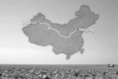 中国北京からドイツを目指して三千マイル(4600km)を一年かけて歩いたドイツ人男性 … 出発時に髪も髭も綺麗にそり落とし、自分の顔を撮影しながら記録 (動画)