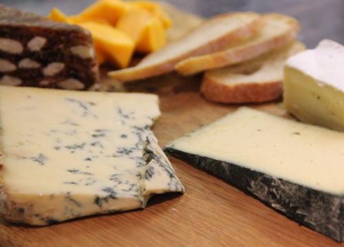 中国の食品検査官、チーズを一片試食 → 「品質が気に入らない」と判定、英国産チーズの輸入を禁止に → 英国市民が激怒 「中国からの輸入食品にこそ安全に不安がある」と反発