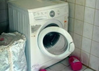 洗濯機の中に隠れて遊んでいた4歳の妹、兄が洗濯機のスイッチを入れてしまい死亡 … 母親は台所に居て、僅かに隙に痛ましい事故