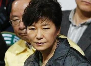 韓国地検、出頭した産経ソウル支局長・加藤達也氏に「重罪」を検討 … 情報通信網法の名誉毀損を適用、7年以下の懲役、ちなみに記事の引用元・朝鮮日報には「口頭注意」