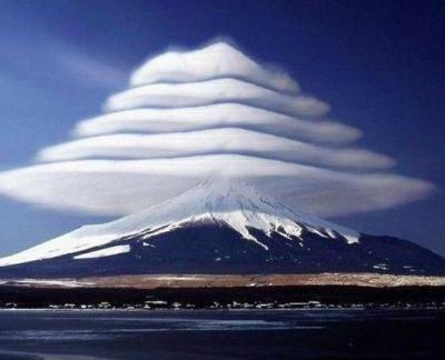 富士山ピンチ、山小屋のトイレで異変が起きている … 「白い川」復活か