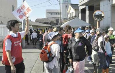 「手伝うことはたくさんあるのに」 … 広島の土砂災害で支援活動が本格化する中、安全確保の面やキャパを超えたため作業に参加出来ず帰されたボランティアから不満の声も