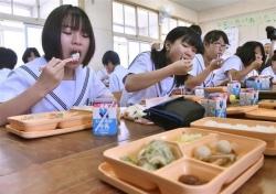大阪市給食のふりかけ解禁、ご飯だけ食べておかずを残してしまう懸念も