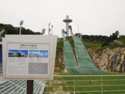 開催に向け問題が続出中の韓国・平昌五輪について、地元団体や自治体がIOCに「分散開催の直訴」や「開催地返上」の動き … 開催を強行しても欠陥工事が常態化している国だという恐怖