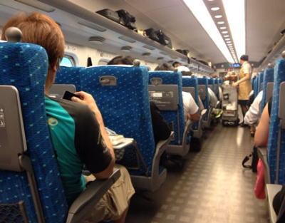 人間環境大学・芦田宏直副学長、新幹線の空き指定席に座っていた所を車掌に咎められ「本来の客が来てから移動ではだめですか」「だから新幹線は嫌いです」車掌の名字を出しツイート → 炎上
