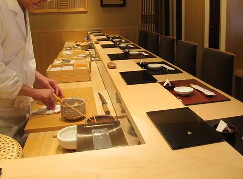 中国人ジャーナリスト・莫邦富氏「ミシュラン掲載の寿司屋で、『外国人の予約は一律でホテルのコンシェルジュか、カード会社を通じた予約に限定している』と差別された」