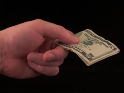 アメリカ人 「よく考えたら店員にチップを支払う必要なくね?何でこんな風習があるの無駄だろwwwwwwww」