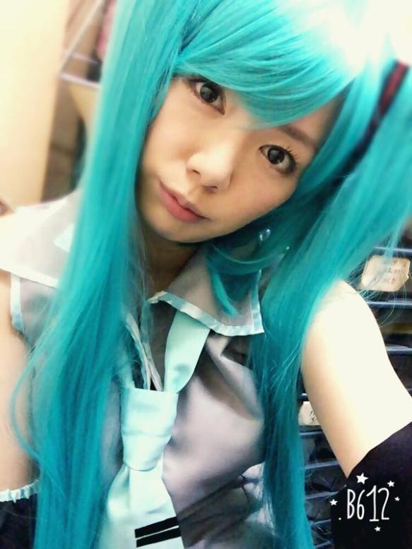 【画像あり】av女優 希美まゆちゃんの初音ミクのコスプレが似合わないけど可愛いwwwwwwwwwwwww