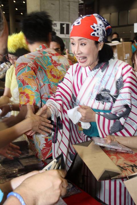 【動画あり】ニコニコの歌い手 小林幸子さん コミケでCD2500枚完売 (´;ω;`)