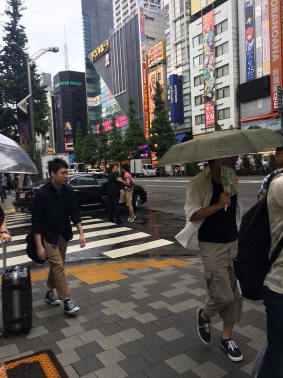 【画像】秋葉原でキモヲタがヤクザに拉致られそうになる事案
