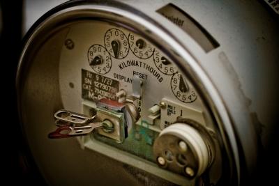 【電気代】古い家電が節電帳消し? 高齢世帯は若者に比べて電気代高め