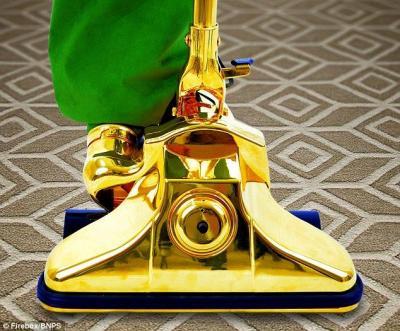 【ボッタクリ】1400万円の黄金の掃除機が売りに出される