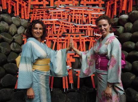 外国人がもらって困る日本のお土産5選 「和菓子」「お守り」「折り紙」・・・