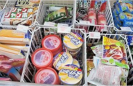 札幌に新婚旅行中の自称銀行員の中国人夫婦、コンビニ店内で会計前にアイスを食べ始める→ 店員(24)が外で食べるように手ぶりで指示→ メンツを潰されたとして夫婦で店員に暴行