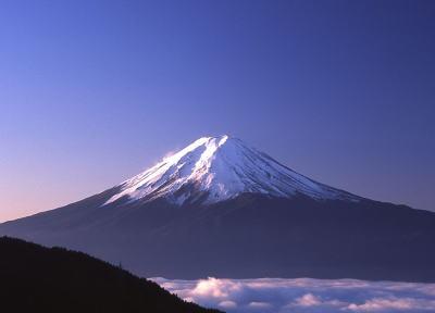 夏山期間中(7月1日~9月14日)の富士山への登山者数、昨年より5万1000人減の23万4000人で3年連続減少