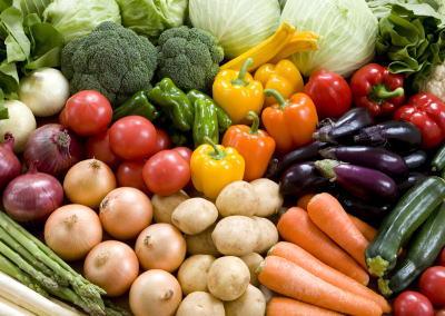 TPPで馬鈴薯や南瓜など主要な野菜約100品目にかかっていた輸入関税(3~8.5%)が全て撤廃 … コメや牛・豚肉、乳製品など重要5項目では関税維持、年数をかけて関税を撤廃する品目も