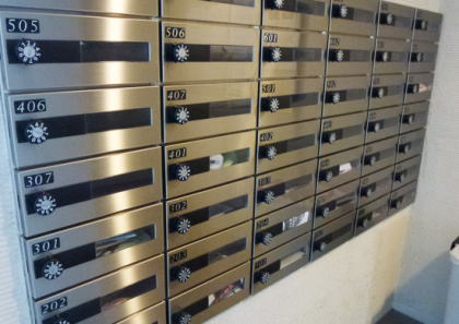 """手が細いことを活かし、マンションの郵便受けに置いていた""""合い鍵""""を取り出し部屋に侵入する手口で100件近い空き巣 … 無職の稲積英司容疑者(41)を逮捕 - 東京・豊島区"""