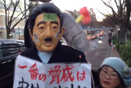 高校生版SEALDsの『T-nsSOWL』による「小規模ながらも熱狂的な反安倍デモ」が、かの国のデモにそっくりだと話題に(動画)