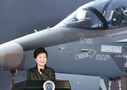 朴槿恵「T-50訓練機が米国への輸出に成功すれば経済効果17兆ウォン、米韓同盟をより一層強固に・・・」→ インドネシアの航空ショーに参加した韓国製T-50、墜落し操縦士2名死亡