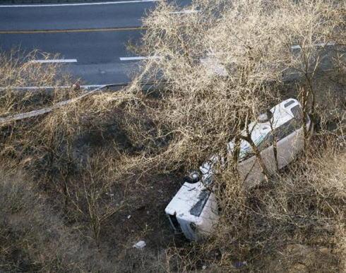14人死亡27人ケガのキースツアーバス事故、乗っていた女子大学生(19)「妙にスピードが出ていて運転が荒くカーブもすごい勢いで曲がっていて、気がついたら土の上に横たわっていた」