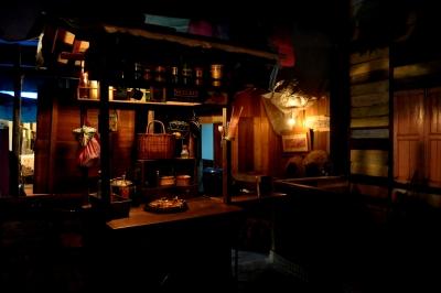 間接照明で薄暗い部屋でジャズを聴きながら酒を飲み、東京の夜景を眺める