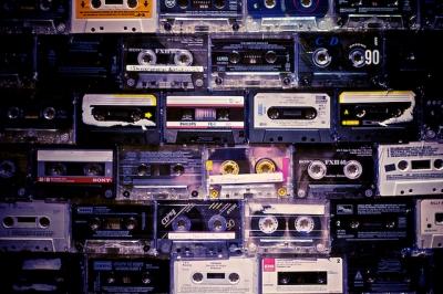 カセットテープが人気再燃 若者に人気 CDより温かい音