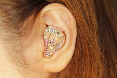 補聴器の音ってどんなのか知ってる?高級イヤホンを補聴器代わりにしてみたい…