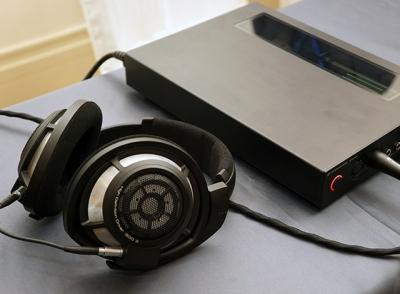【ヘッドホン祭】ゼンハイザーから黒々としたHD800 Sが登場!音質を磨き直し、バランス対応!なぜHD850ではないのか?