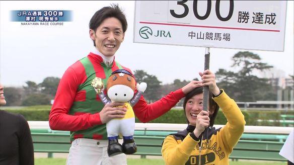 【競馬】 津村騎手、藤田菜七子騎手の頭を触るwwwwwww