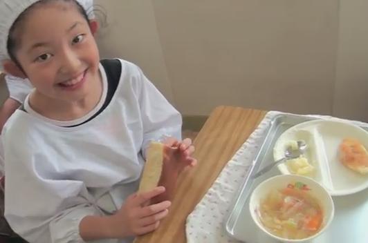 「みんな礼儀正しくて素晴らしい」「子供を日本の学校に入れたい」 … 日本の小学校の給食風景、ただ「食べる」だけではなく「生活」を学ぶ子供達にに海外から賞賛の声 (動画)