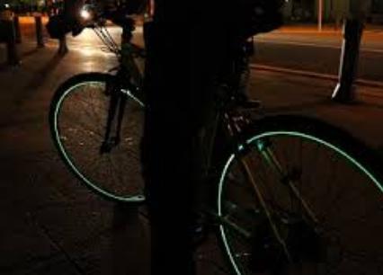 ある自転車乗りの主張「夜道歩くリーマン、頼むからライト使ってくれ。歩行者の方々もしっかり身の安全を守ってくれるよう祈る」という主張に賛否両論
