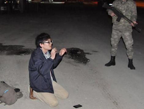 「IS戦闘員になる」日本人の男(24)、トルコのシリア国境付近で拘束(画像) … 男性のイニシャルは「M・M」と報じられているが詳しい身元は不明