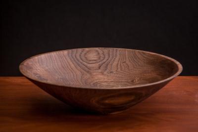 黒胡桃無垢削り出し材をハウジングに使ったプレミアム・ヘッドホン
