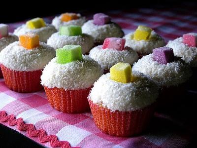 イチゴ、メロン、レモン かき氷のシロップはすべて同じ味 「色」でみんな騙されていた