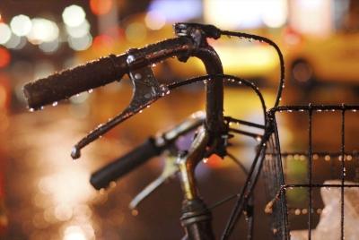 【梅雨の季節】イヤホンに補聴器用乾燥除菌マシン「クイックエイド」は必要か?