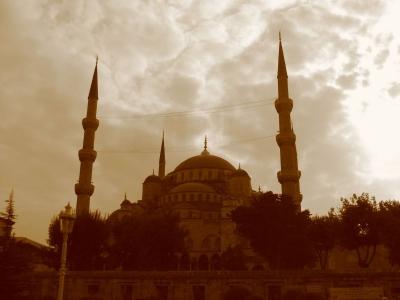 """音響機器メーカーTOAがイスラム向けのアンプを開発。モスクで""""より神々しく""""神秘的な再生が可能"""