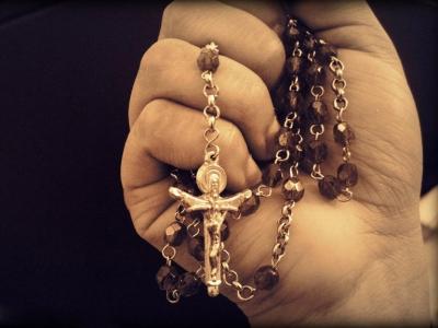 【オカルト詐欺】高いツボとか数珠みたいなブレスレットとか買うと運が良くなるって本当なの?