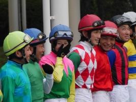 【競馬】 藤田菜七子が大井の騎手連中にチヤホヤされてる件w