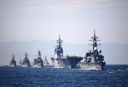 海上自衛隊・呉基地の輸送艦「おおすみ」、横須賀基地の護衛艦群など災害派遣で熊本に向け出動