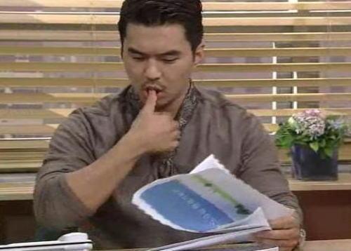 指をペロッとなめて書類や紙幣を・・・ おっさんの行為かと思いきや、20・30代の若者世代で1割程度存在 … 悪気がなくても、指を舐める行為は相手を不快にさせている可能性