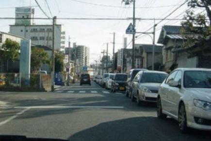 小6男児はねられ重体 渋滞の車の間から飛び出す
