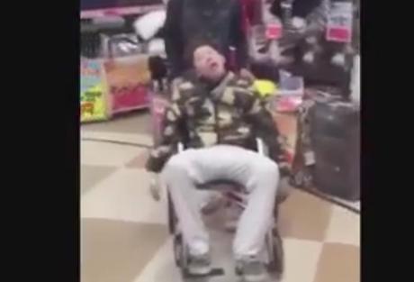 若者がドンキホーテの陳列された商品に突っ込み破壊 その模様を動画でアップ