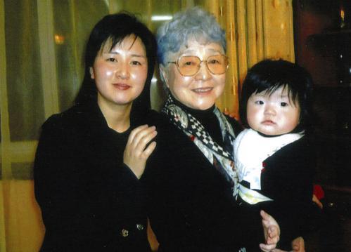 横田さん夫妻「孫と面会した写真はどこにも提供していない」 民進党・有田芳生議員による写真公開で