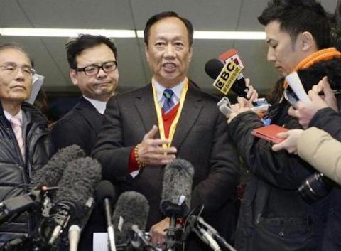 シャープ「雇用維持」崩れる 鴻海会長、7千人削減示唆