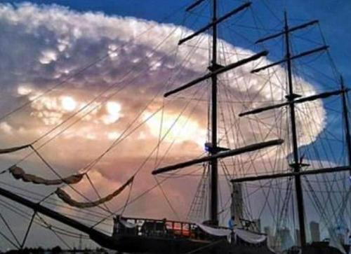 世界終了 コロンビアに超巨大UFO出現 インディペンデンス・デイは近い