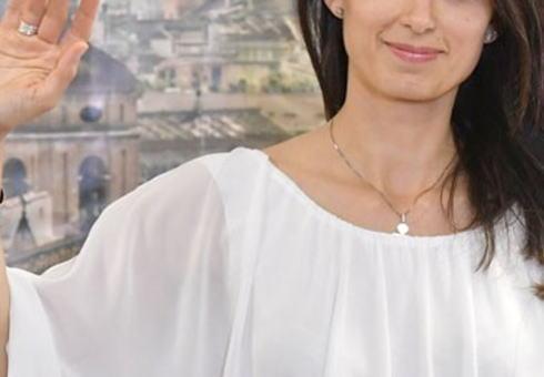 美しすぎるイタリア女性ローマ市長、無能さを発揮してローマはカオス状態